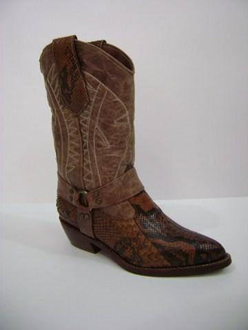 468ac4ea6ece8 Botas texanas cuero serpiente. Botas texana artesanal